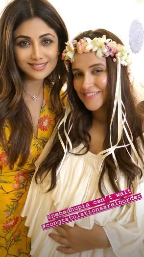 7 neha dhupia invited celebrity friends at her baby shower - neha dhupia with shilpa shetty at her baby shower