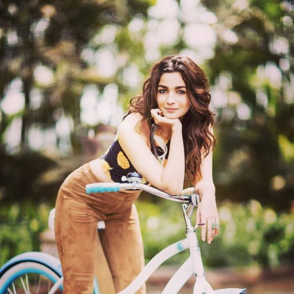 Alia college girl middle parting cycle forever 21