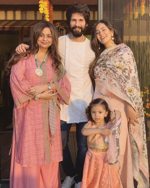 10-bollywood-diwali-mira-kapoor-with-shahid-kapoor-misha-kapoor-mother-in-law