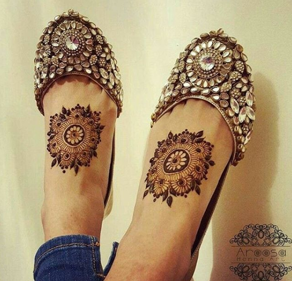 bridal-mehendi-designs-for-feet-circular