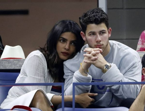 10-NickYanka-Candid-Pics-nickyanka-sitting-together-watching-game