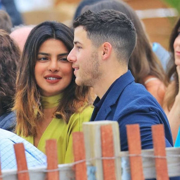 5-NickYanka-Candid-Pics-priyanka-looking-at-nick-sitting