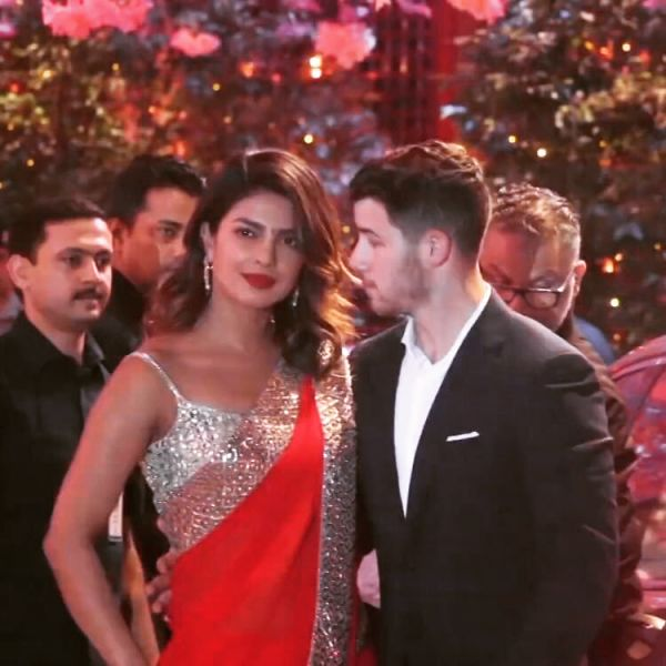 6-NickYanka-Candid-Pics-Nick-looking-at-Priyanka