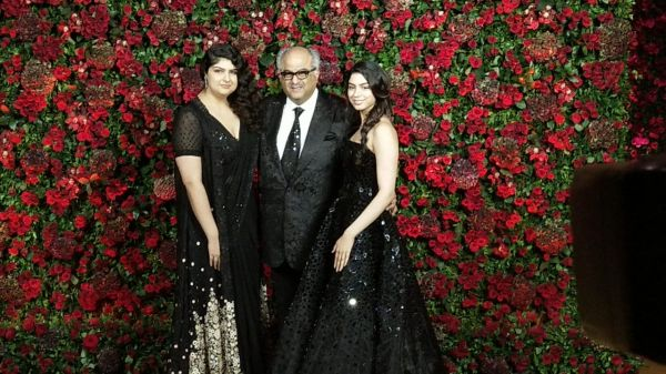Bollywood celebs at deepveer reception - anshula  boney and khushi kapoor