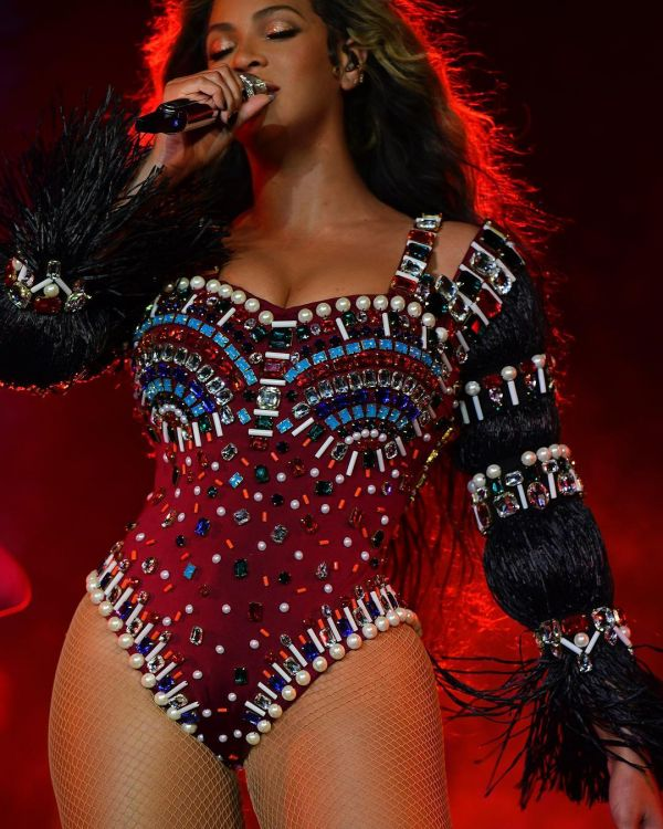 3-Beyonce-performs-at-Ambani-sangeet-Beyonce-look-3