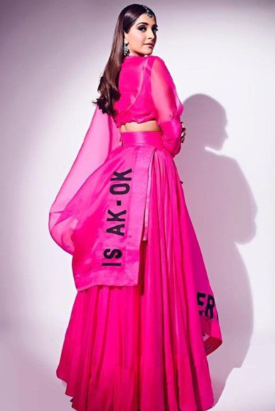 2-Sonam-K-Ahuja-Has-Just-Redefined-Pink