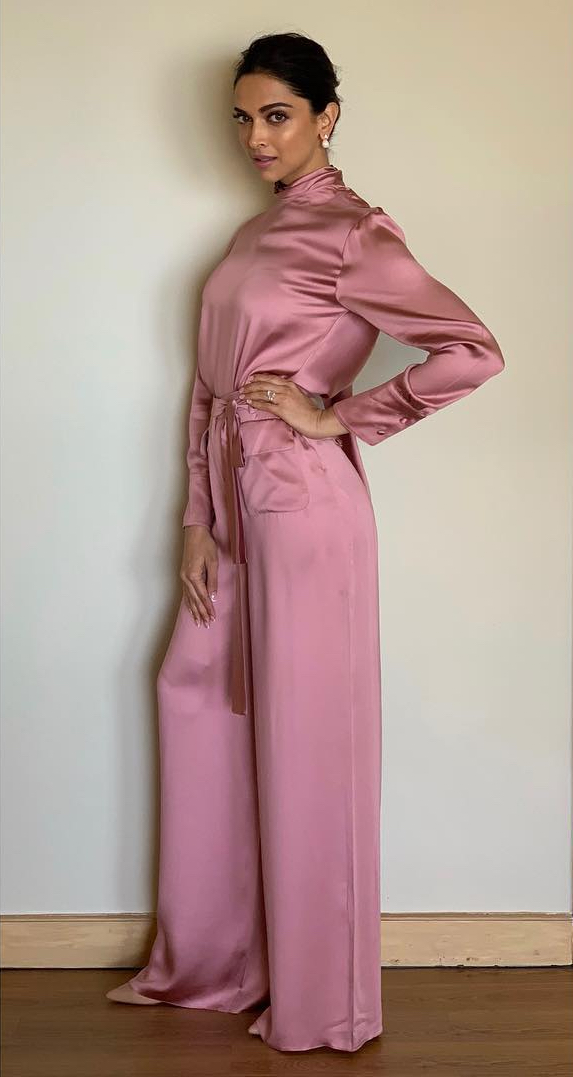 3-solid-colours-deepika-padukone-pink-outfit