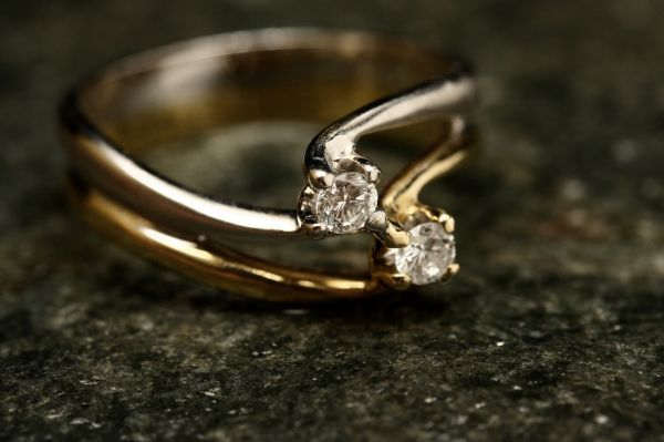 6-engagement-ring-guide-shape-of-ring-twisted-vine
