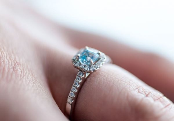 8-engagement-ring-guide-gemstone-sapphire