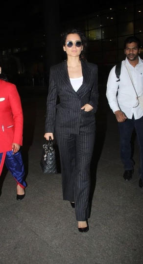 1-Kangana-Ranaut's-Airport-Look-Proves-That-All-Black-Is-Anything-But-Boring