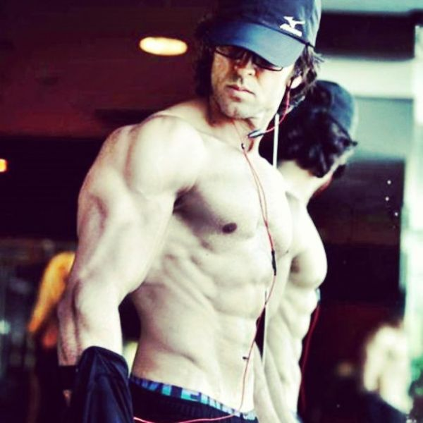 2-hottest-celebrities-workout-photos-hrithik