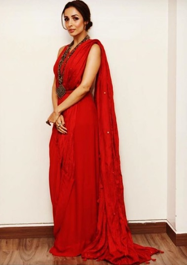 2-ICYMI-Malaika-Arora-Khan-Is-A-Glam-Goddess-In-This-Oh-So-Red-Saree