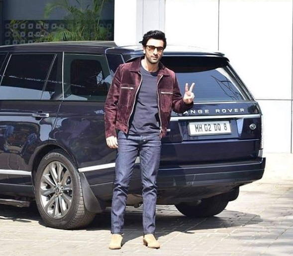 1- Bollywood-Departs-To-New-Delhi-Airport-Looks