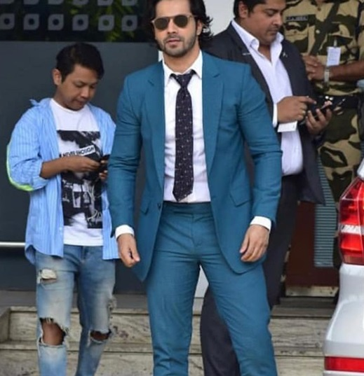 5-Bollywood-Departs-To-New-Delhi-Airport-Looks