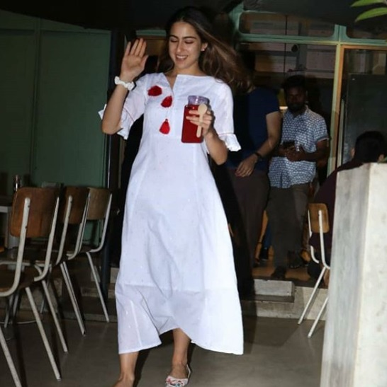 2-Sara-Ali Khan's-Elegant-Dress-Is-In-A-Colour-You-Will-Be-Obsessed-With-In-A-Jiffy