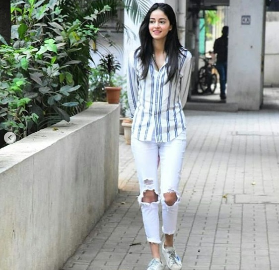 3-Ananya-Pandey-Stepped-Out-In-A-Perfect-Girl-Next-Door-Outfit- And-We-Bet-You-Have-It-In-Your-Wardrobe-Too