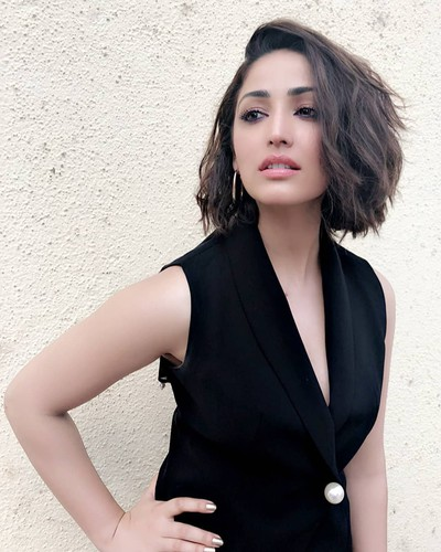 3-hairstyles-for-saree-deep-side-parting