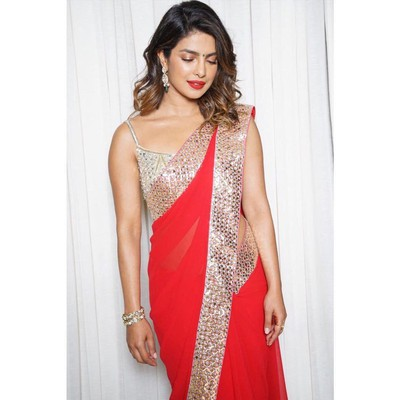 7-hairstyles-for-saree-beach-waves
