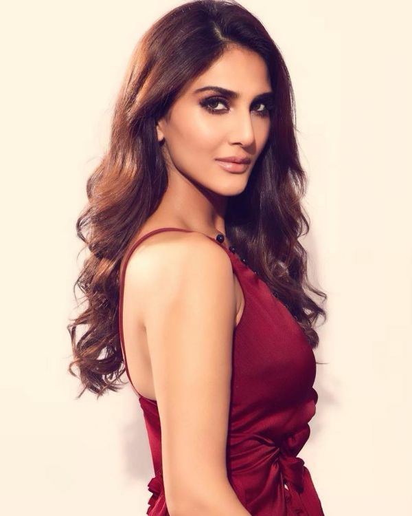 6 Bollywood Actresses Are Bringing Back The Soft Curls In Trend - vaani kapoor