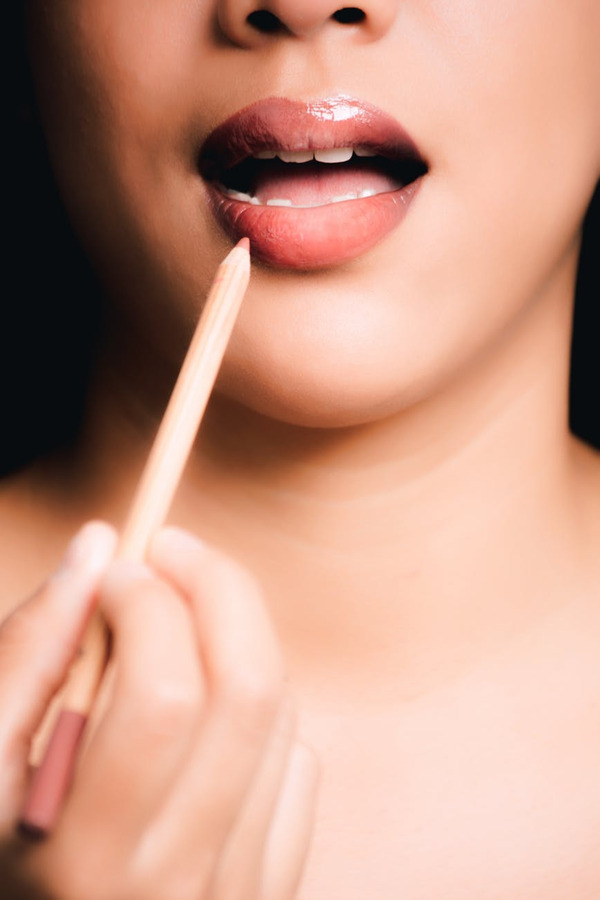 How-To-Apply-A-Lipstick-5