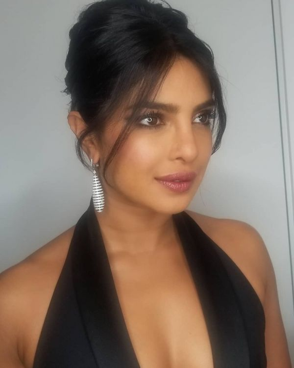 2 Priyanka Chopra Matched Her Eye Makeup To Her Earrings At The Oscars After-Party