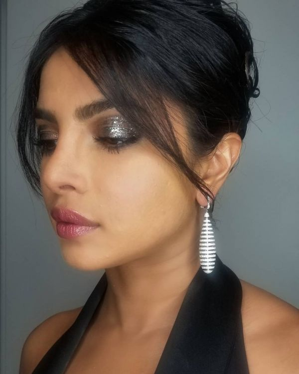 3 Priyanka Chopra Matched Her Eye Makeup To Her Earrings At The Oscars After-Party