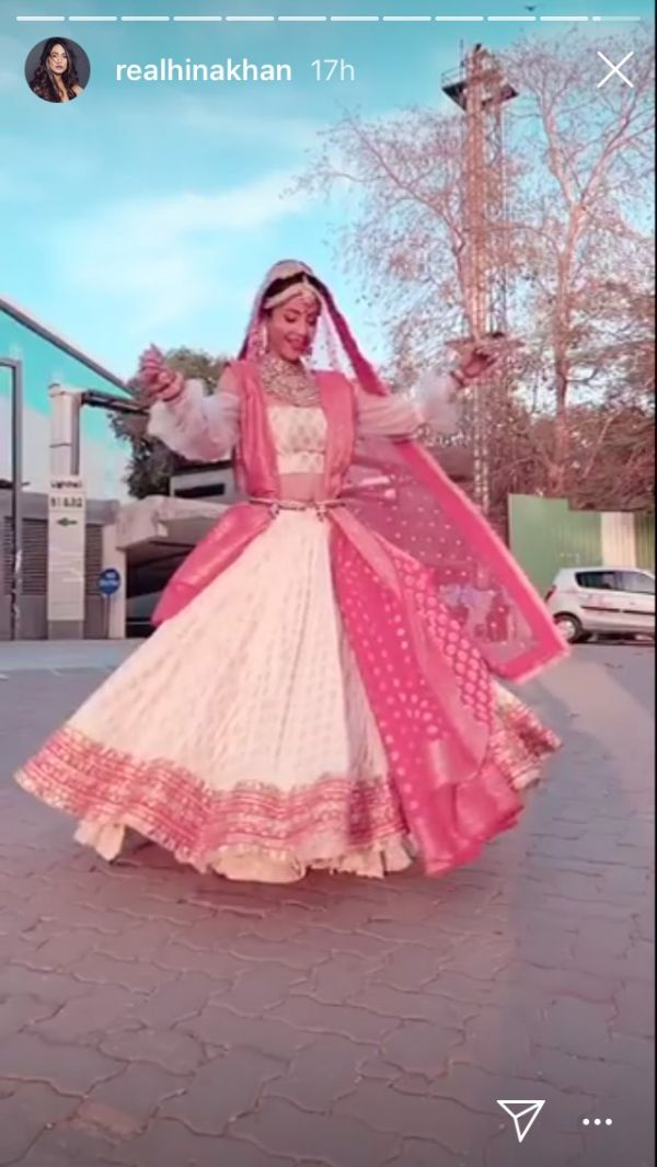 3 We Can't Keep Calm Because Komolika's Bridal Beauty Look Is Too Traditional - hina khan