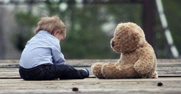 7-toxic-friendships-boy-with-a-teddy