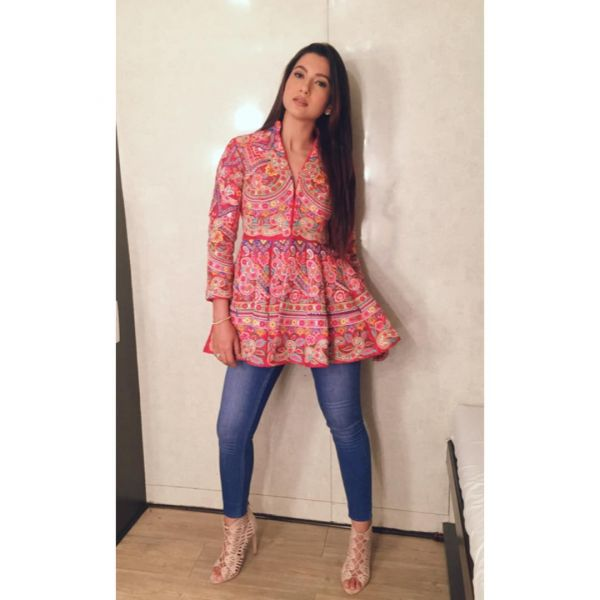 indo-western-outfits-anarkali-with-denim