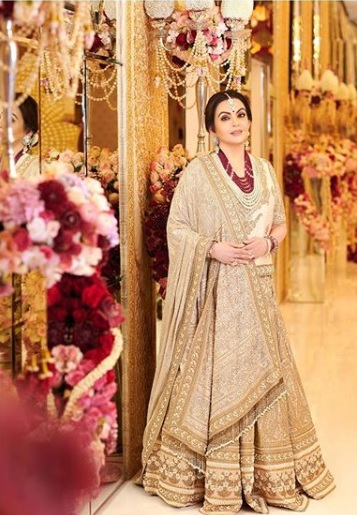 1-Everyone-Who-Wore-Sabyasachi-To-The-Ambani-Wedding