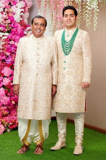 6-Everyone-Who-Wore-Sabyasachi-To-The-Ambani-Wedding
