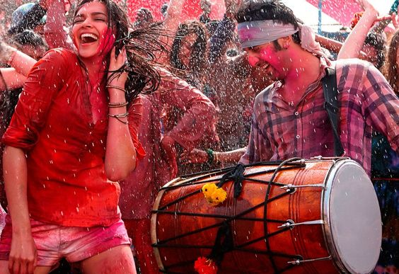 deepika-padukone-enjoying-holi-in-yeh-jawaani-hai-deewani