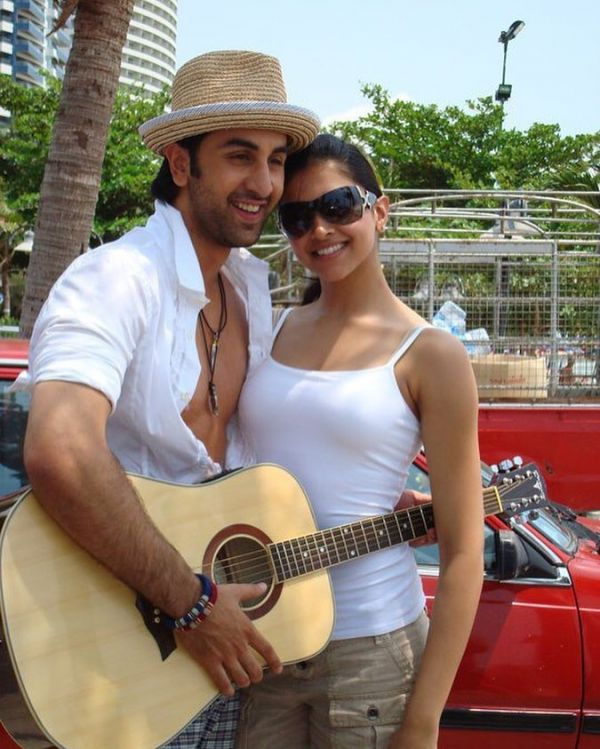 deepika-ranbir-bangkok-vacation-guitar