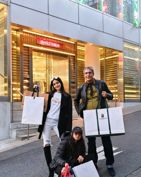 13-ananya-panday-shopping-in-japan