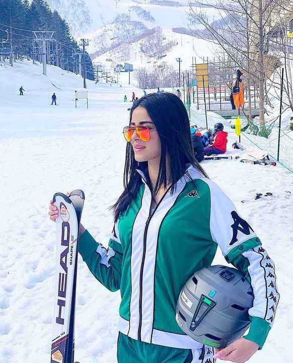 2-ananya-panday-latest-pics-japan