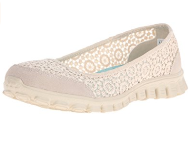 Comfy-Footwear-gift-ideas-for-mom-to-be