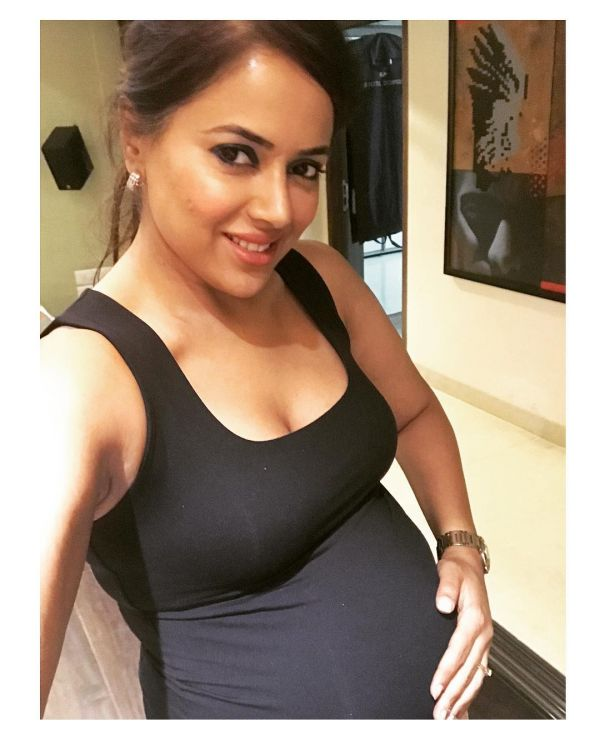 5 sameera reddy in a monokini