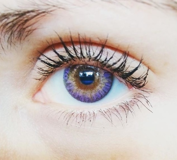 1-coloured-contact-lenses-how-to-match-contact-lenses-to-skin-tone