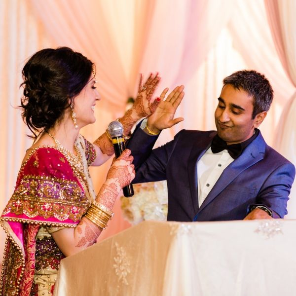 how-to-raise-a-wedding-toast-what-to-include %282%29