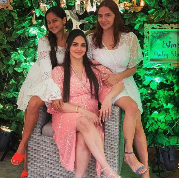 3-esha-deol-baby-shower-pictures
