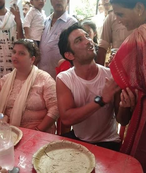 3 sushant singh rajput with family