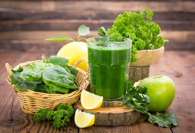 a-glass-of-green-vegetable-juice