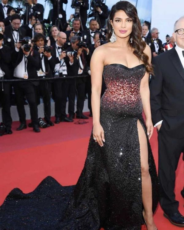 2-priyanka-chopra-cannes-2019-black-tube-dress