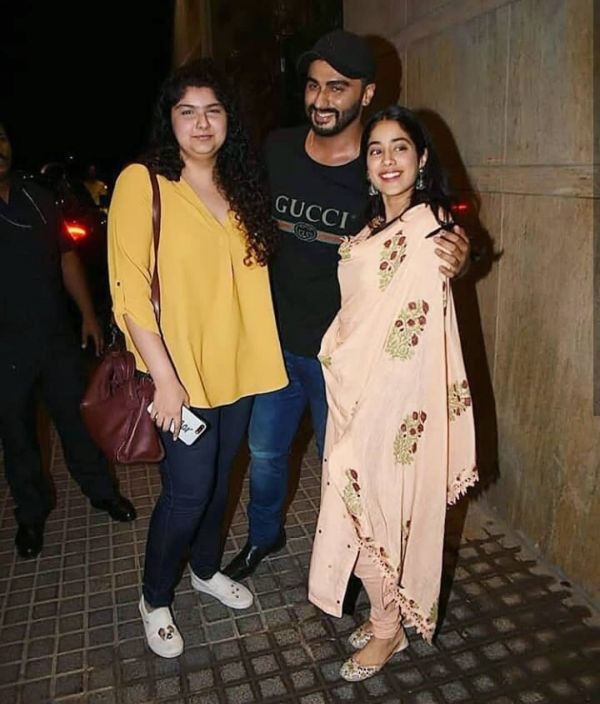 3 arjun kapoor with janhvi kapoor and anshula kapoor
