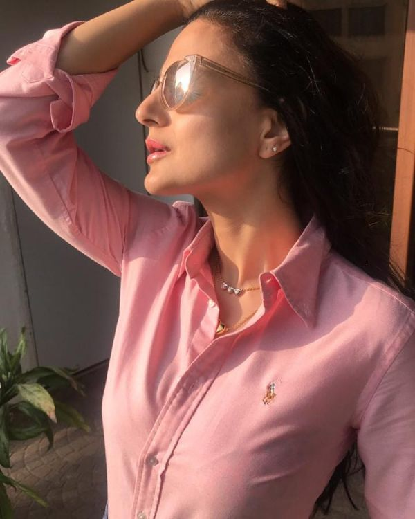 These Weirdest Habits Of Bollywood Celebs Will Make Yours Sound Normal - ameesha patel
