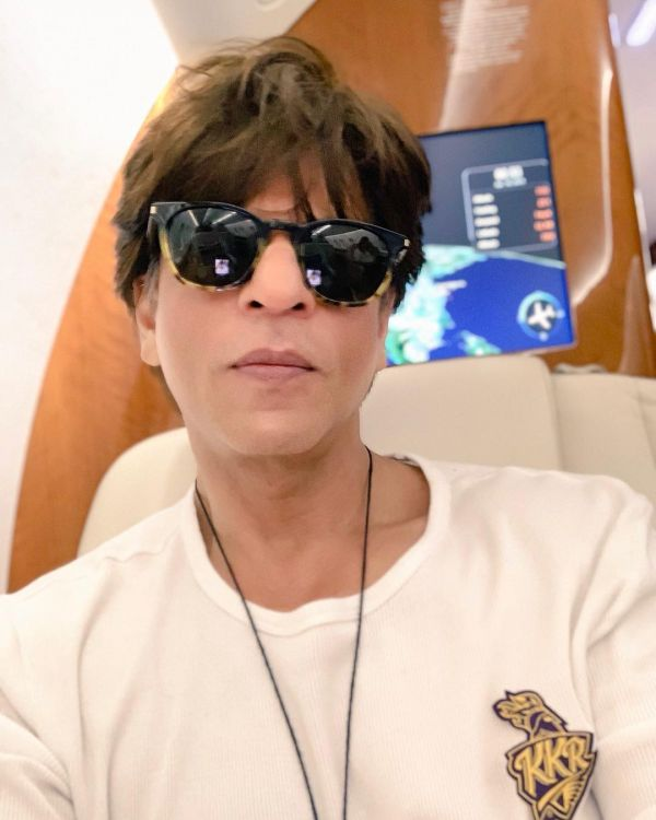 These Weirdest Habits Of Bollywood Celebs Will Make Yours Sound Normal - shah rukh khan