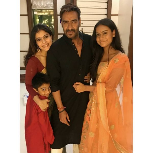2-ajay-devgn-with-family