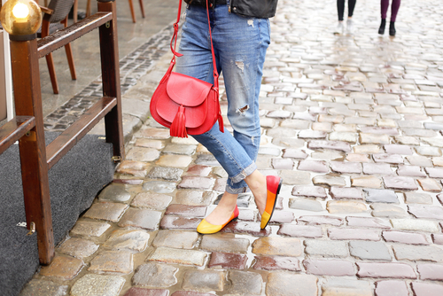 6 unexpected things girls wear that guys love - woman blue jeans
