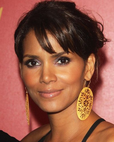 Amrapali-Halle-Berry-in-Amrapali-Gold-Earrings