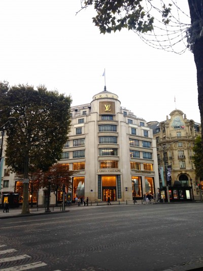 day1-lv-store-champs-elysees-